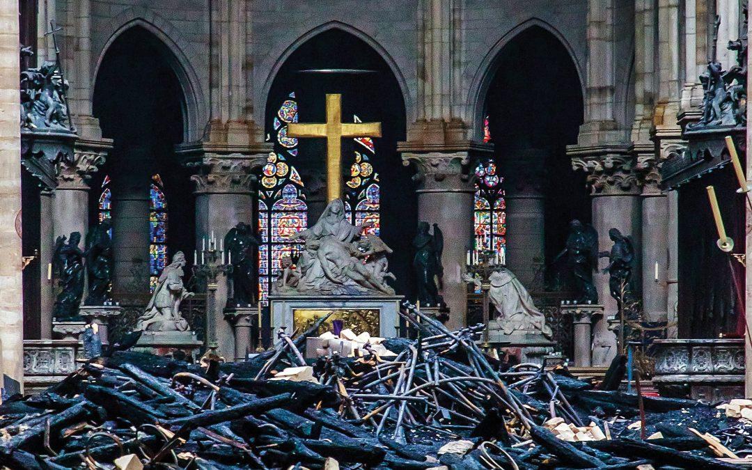 Stukkende kerk, ongeskonde geloof